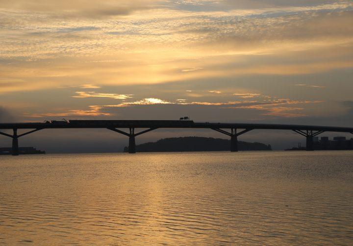 Sundsvallsbron i soluppgång