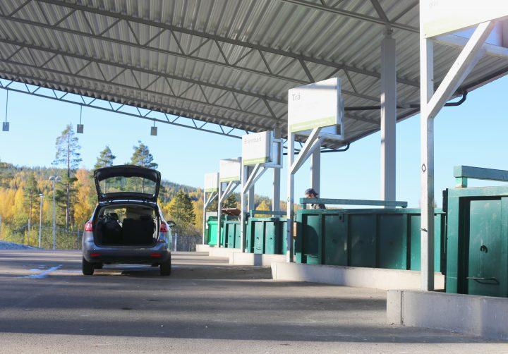 Bil på en återvinningscentral